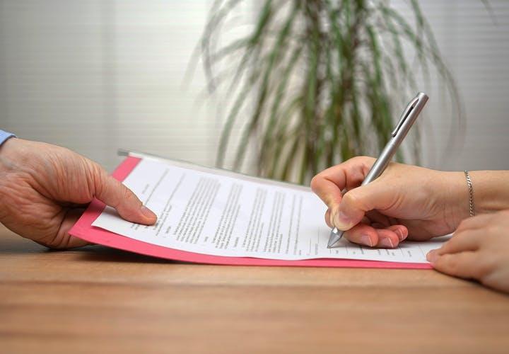 قرارداد پشتیبان و شاغل کار خانگی