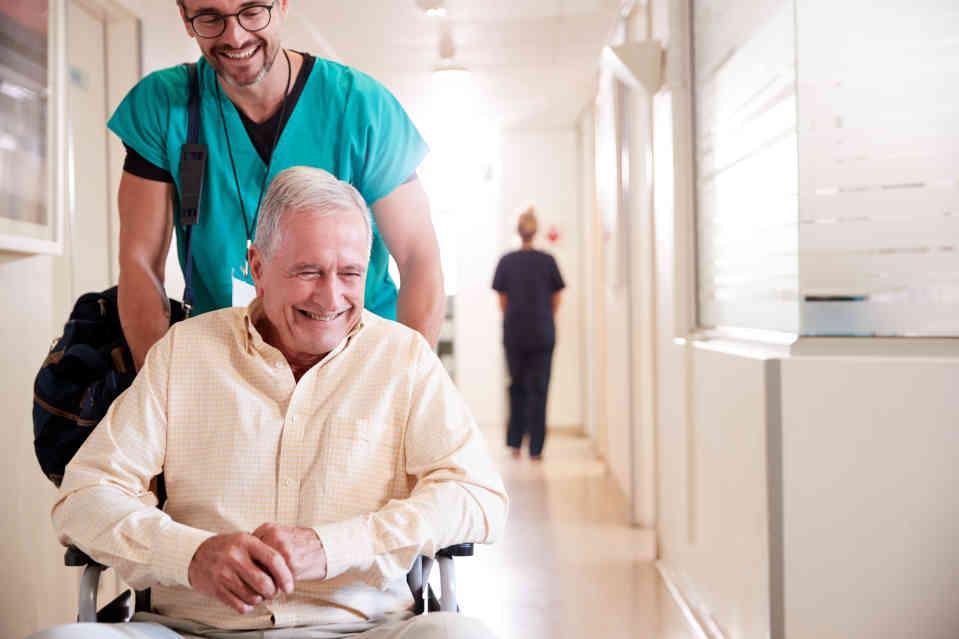 تاسیس مراکز توان بخشی و نگهداری سالمندان